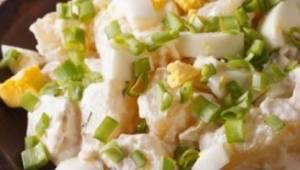 Rychlý a lehký bramborový salát - ta chuť vás dostane!