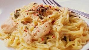 Kuřecí maso v bílé omáčce se špenátem