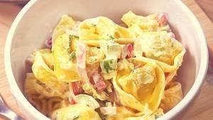Salát nemůže být nudný - vyzkoušejte pestrobarevný salát s těstovinami, který zm