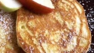 Vyzkoušela jsem tento recept na jablečné palačinky a ze stolu zmizely mrknutím o