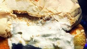 Tento koláč si získá i vaše srdce! Kokos, sníh z bílků a sušenky - tato chuť vás