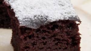 Jednoduchý čokoládový koláč z kefíru, který se pokaždé povede! Stačí posypat cuk
